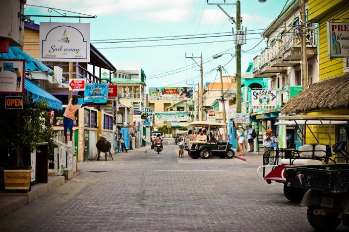 Main_Street_San_Pedro,_Ambergris_Caye_2
